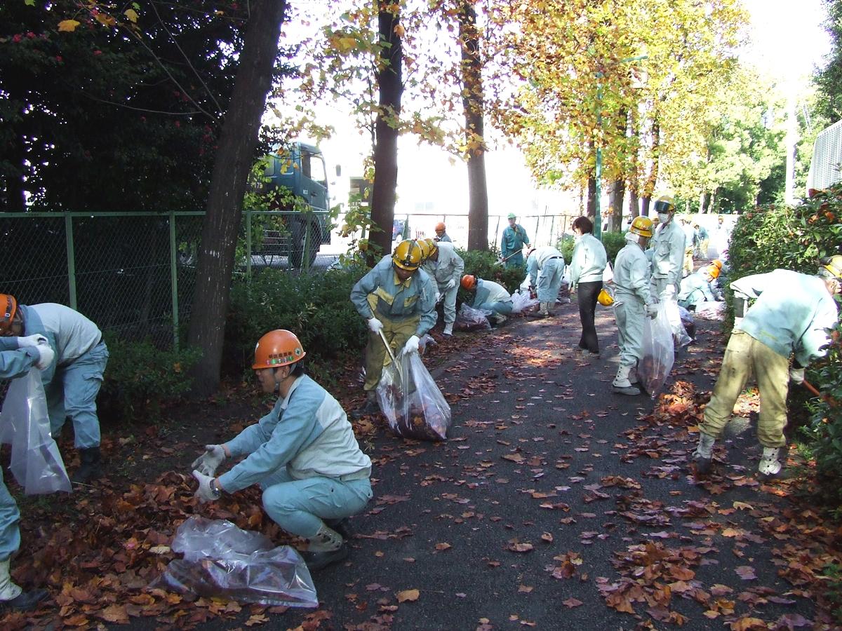 会社周辺地域の清掃活動