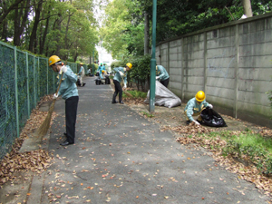 会社近隣地域の清掃活動
